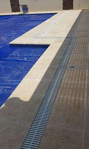 Canaleta de piscina