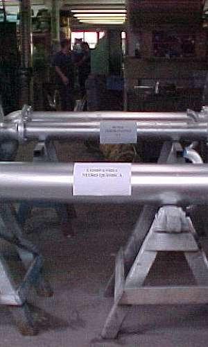 Manutenção de bomba vertical de ácidos