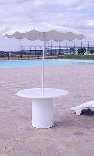 Mesa para área da piscina